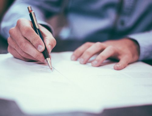 Ist eine gesetzeswidrige Klausel im Arbeitsvertrag nur teilweise unwirksam?