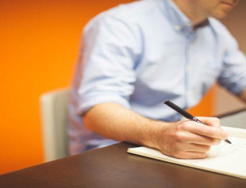 Warum ein höhenverstellbarer Tisch Gesundheitsrisiken vermeiden kann